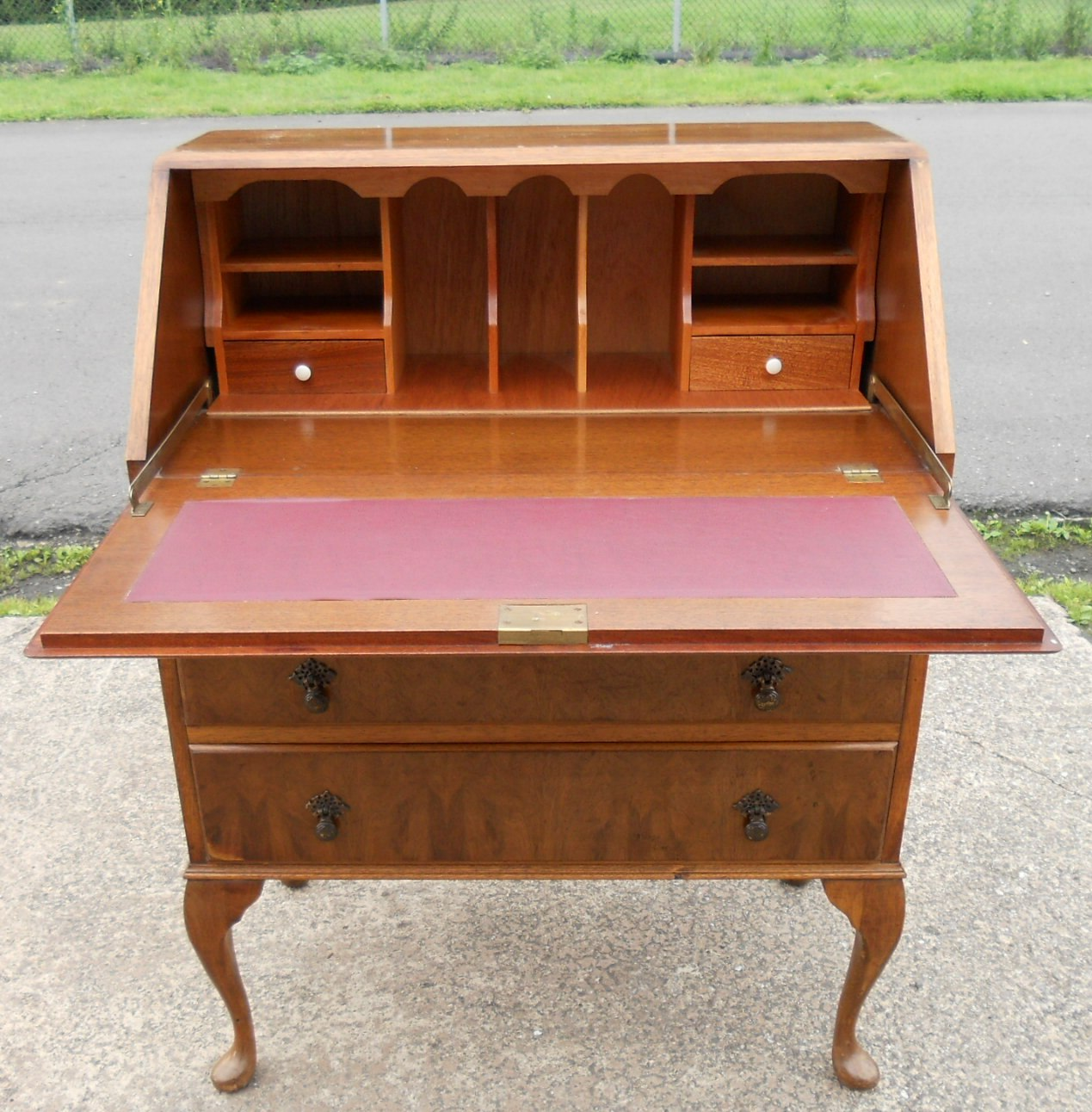 Walnut Writing Bureau in the Queen Anne Style : walnut writing bureau in the queen anne style 4 3340 p from www.affordableantiquefurniture.co.uk size 1269 x 1292 jpeg 346kB